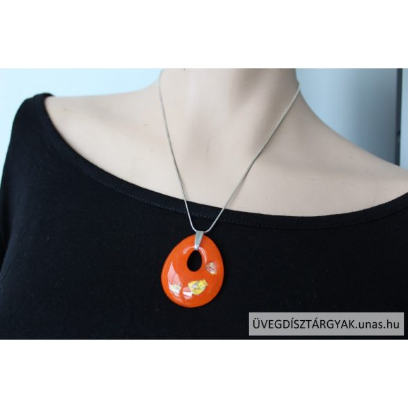 Drop-shaped glass medal on the silver chain
